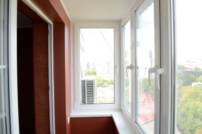пластиковое остекление балкона