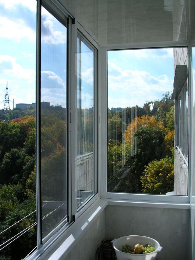 Холодное остекление балкона алюминиевым профилем в москве.